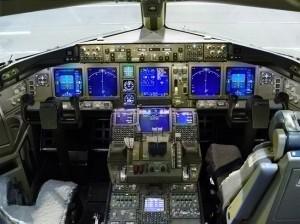 кабина экипажа в самолете