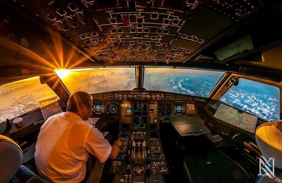 Командир в кабине пилотов